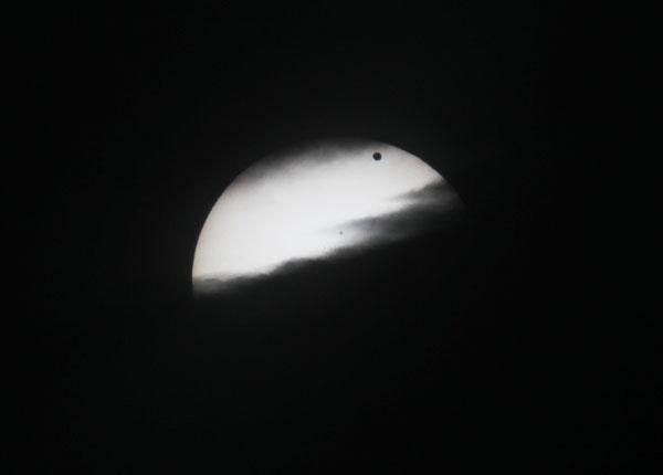 Sole e Venere che giocano con le nuvole