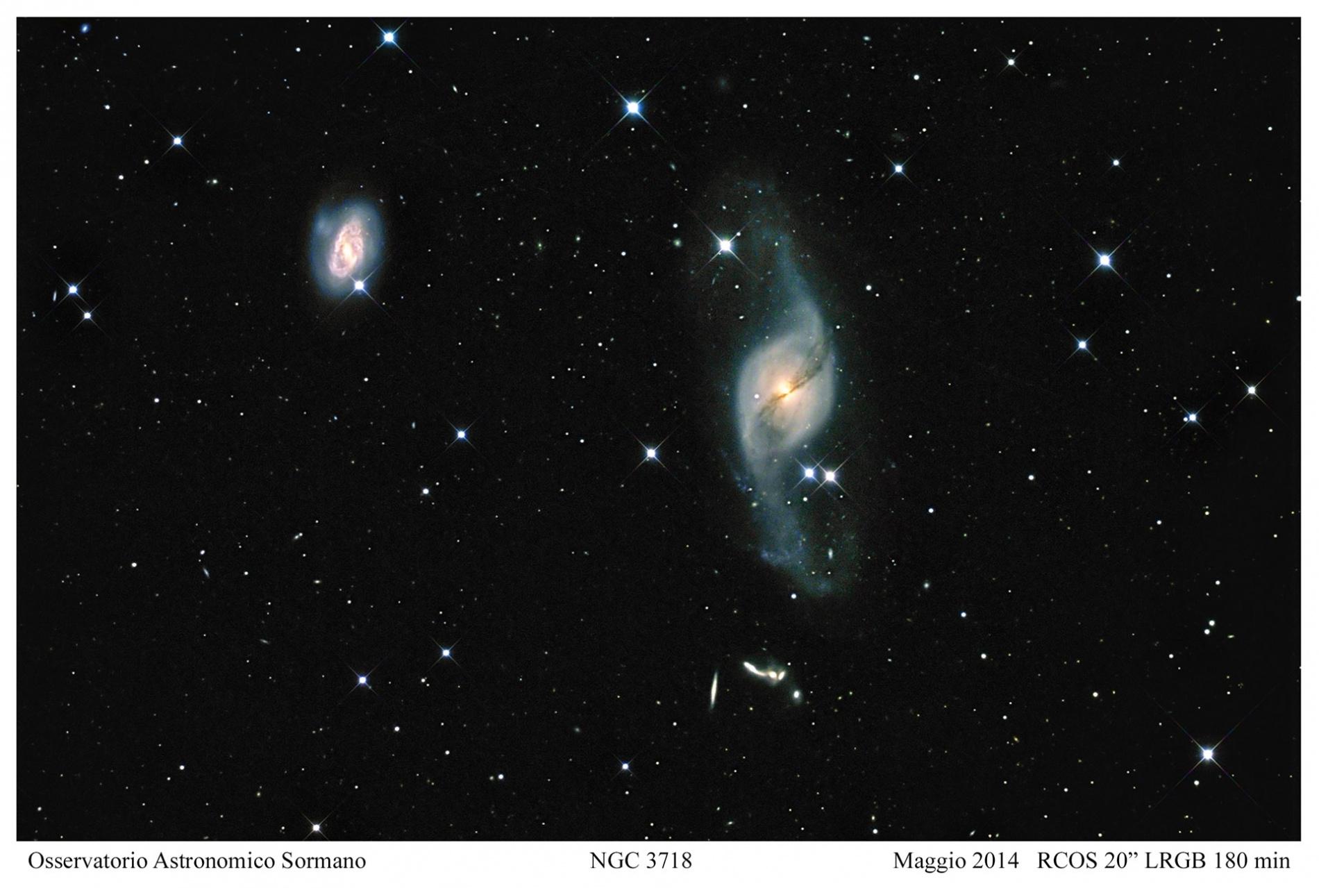 La galassia dai mille volti: NGC 3718