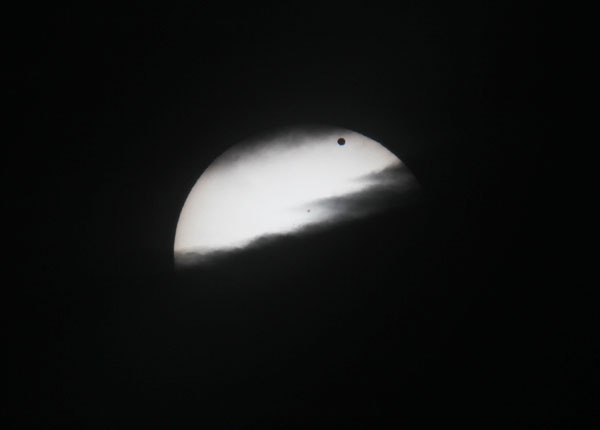Immagine 1 - Sole e Venere che giocano con le nuvole